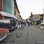 Przed główną halą bazaru...