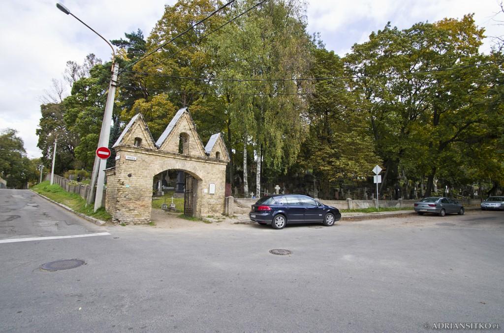 Brama główna do cmentarza.