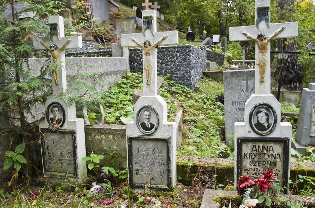 Na niewielu wileńskich cmentarzach zachowały się zdjęcia. Na Rossie większości są rozbite. Na tym cmentarzu zachowała się ich większość