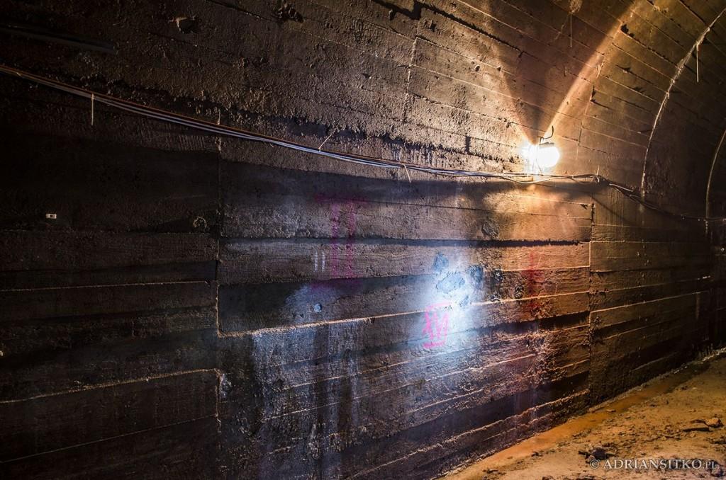 Podziemne tunele Zamku Książ. Widoczne odwierty w poszukiwaniu kolejnych korytarzy.