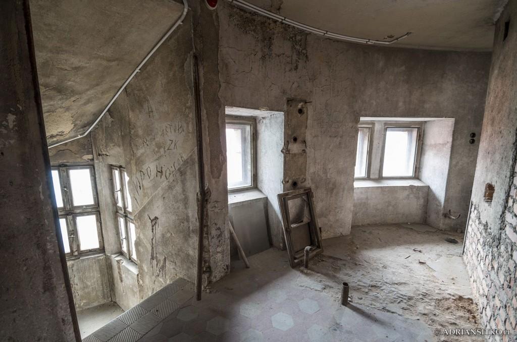 Zamek Książ, schody na korytarz nad V piętrem.